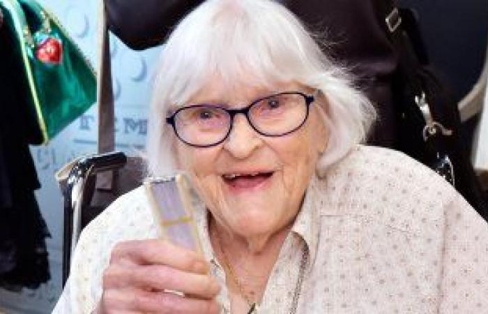 """أشهر رسامى """"والت ديزنى"""".. وفاة الفنانة روثى تومبسون عن عمر 111 عاما"""