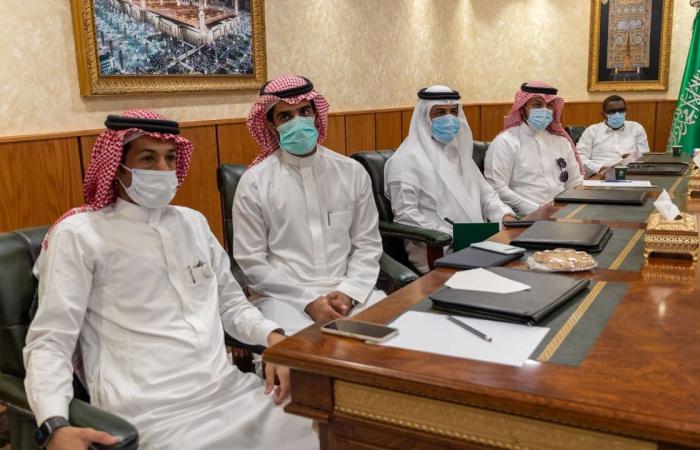 بالصور.. «شؤون الحرمين» تُفعل مبادرة ساحات المسجد الحرام الخضراء