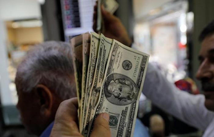هبوط قياسي لليرة التركية مقابل الدولار